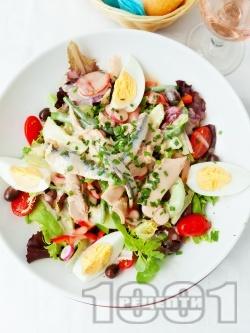 Салата Кан със зелена салата, консерва риба тон, херинга и зелен боб - снимка на рецептата